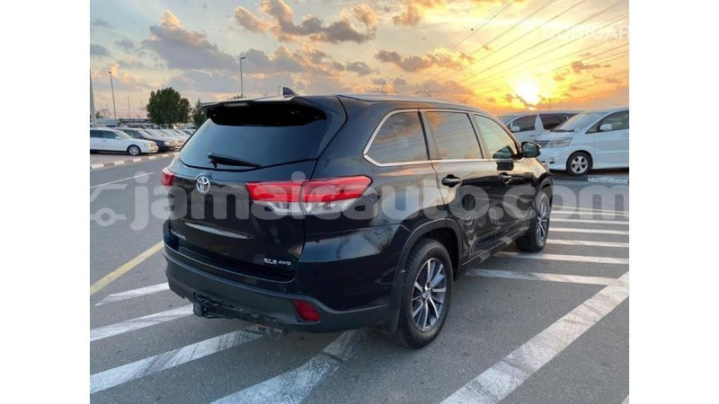 Big with watermark toyota highlander clarendon import dubai 1569