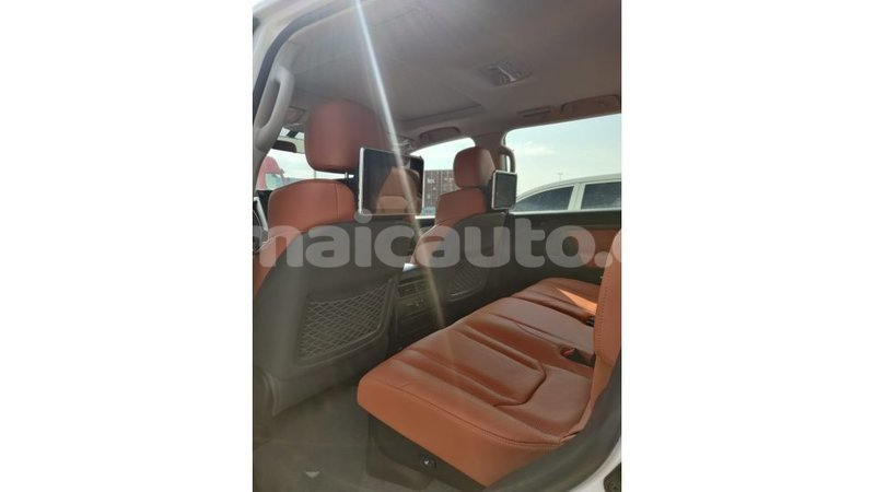 Big with watermark toyota land cruiser clarendon import dubai 1571